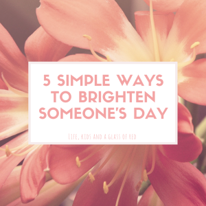 5 simple ways to brighten someone's day